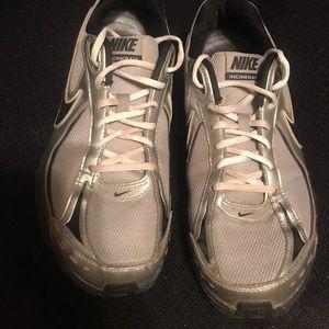 Men's Nike Tennis Shoes Size 9.5 like new